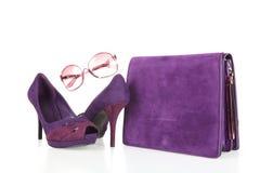 Hög-heeled kängor och läderhandväska Arkivbild