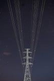 Hög himmel för stjärna för spänningselektricitetspylon Fotografering för Bildbyråer