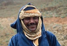HÖG KARTBOK, MAROCKO - AUGUSTI 21, 2004: Stående av en moroccan herde i traditionell kläder royaltyfri bild