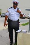 Hög konstapel från kunglig Caymanöarna polisservice i George Town, storslagen kajman Royaltyfri Fotografi