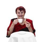 Hög kvinna med den kaffekoppen och kakan royaltyfria bilder