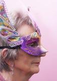 Hög kvinna på Mardi Gras Royaltyfri Bild