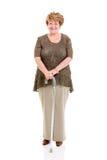 Hög kvinna som går pinnen Arkivfoto