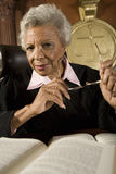 Hög kvinnlig domare Sitting With Books Royaltyfri Fotografi
