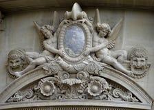 Hög lättnad skulpterar den Paris operahuset - Paris tak Arkivfoto