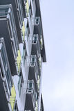 Hög löneförhöjningbyggnad för exponeringsglas och för metall Arkivfoton