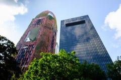 Hög löneförhöjningbyggnad i Singapore arkivbild