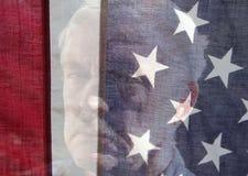 Hög manframsida med USA-flaggan Royaltyfria Bilder