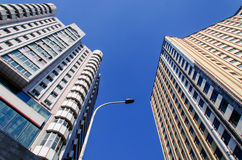 hög modern skyskrapa Arkivfoton