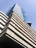 hög modern skyskrapa för byggnadsaffär Arkivbild
