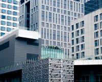 hög modern skyskrapa för byggnadsaffär Royaltyfria Bilder