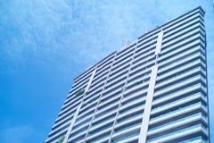 hög modern skyskrapa för byggnadsaffär Royaltyfri Bild