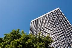 hög modern skyskrapa för byggnadsaffär Arkivfoto