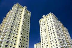 hög modern stigning för lägenheter royaltyfria foton