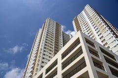 hög modern stigning för lägenheter fotografering för bildbyråer