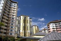 hög modern stigning för lägenheter arkivbilder