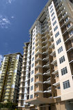 hög modern stigning för lägenheter royaltyfri foto