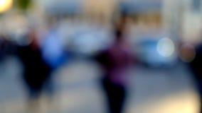 Hög nyckel- suddig bild av arbetare som går i staden Arkivbild