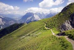 hög panorama- trail upp royaltyfria bilder