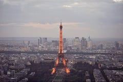 Hög panoramautsikt av Eiffeltorn i Paris Arkivbilder