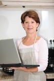hög plattform kvinna för kök Royaltyfri Fotografi