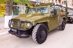 Hög-rörlighet medel GAZ-2330 Tigr är en ryss 4x4, multipurp Royaltyfri Foto