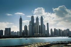Hög skyskrapa för lyxblåttbyggnad Royaltyfria Bilder