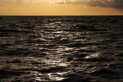 hög solnedgång för jpgupplösningshav Fotografering för Bildbyråer