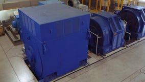 Hög-spänning elektrisk motor på en produktionsanläggning Hög kraftverk hög spänning lager videofilmer