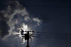 Hög spänningslinje, makt, Perche, telefon, kondensator arkivbild