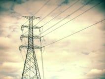 Hög spänningsstolpe, elektrisk pol, maktpoler, hög spänningsmakt p Arkivbilder