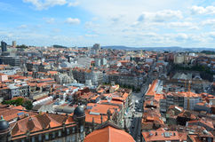 Hög stadssikt från Clérigos det kyrkliga tornet i Porto, Portugal Arkivbild