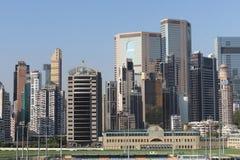 hög stigning för byggnader Vägbankfjärd, hk-ö arkivfoto