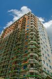 hög stigning för byggnadskonstruktion under konstruktion för stor byggnad Royaltyfri Bild