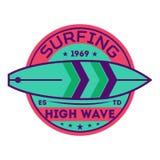 Hög våg som surfar tappningetiketten Royaltyfri Bild