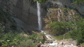 Hög vattenfall Kinchkha i Georgia lager videofilmer