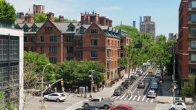 Hög vinkel för dag som upprättar skottet av Manhattan byggnader arkivfilmer