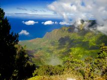 Hög-vinkel sikt av Kauai, Hawaii dal arkivfoto