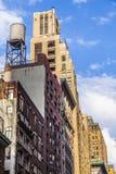Höga äldre tegelstenbyggnader i New York Arkivfoto