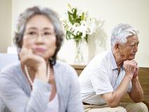 Höga asiatiska par som har förhållandeproblem Royaltyfri Bild