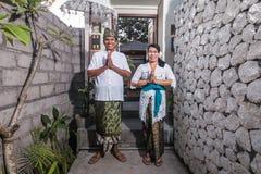 Höga Balinesepar i Balinesetradition Royaltyfri Fotografi