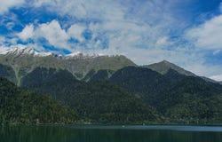 Höga berg i Abchazien Royaltyfri Foto