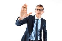 Höga fem! en lyckad affärsman i anblickar och dräktpunkt royaltyfri bild