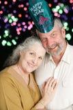 Höga fyrverkerier för nya år för par royaltyfri bild