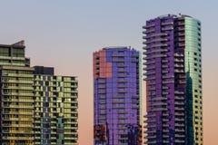 Höga hamnkvarter för bostads- byggnader för löneförhöjning Royaltyfri Bild