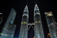 451 höga Kuala Lumpur malaysia meters nattpetronas torn Royaltyfri Fotografi