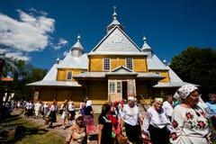 Höga kvinnor från servicen av den ortodoxa kyrkan för by Royaltyfri Fotografi