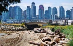 Höga löneförhöjningbyggnader i i stadens centrum Vancouver, Kanada arkivfoton