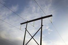 höga linjer strömspänning Arkivfoto