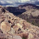 Höga maxima av det Uinta området från den upphöjda sjön skuggar, nordliga Utah Royaltyfria Bilder
